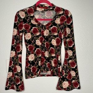 Hot Kiss Rose Print Bell Sleeve Top Size Med